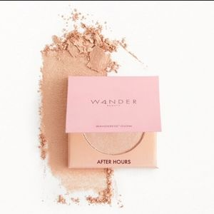 Wanderess Glow Highlighter in After Hours